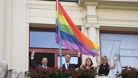 Мерія Праги вивісила веселковий прапор на підтримку ЛГБТ