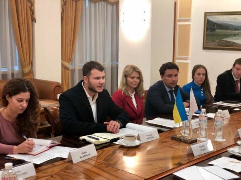 Міністр інфраструктури України Владислав Криклій провів зустріч із Надзвичайним і Повноважним Послом Японії в Україні Такаші Кураі