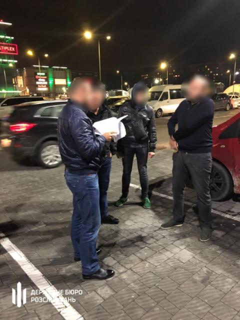 Організатора конвертцентру затримали під час передачі СБУшнику $10 тисяч