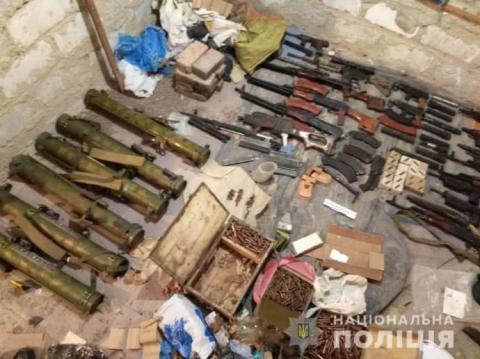 Перестрілка в Харкові: поліція назвала основні версії, показала арсенал зброї кілера