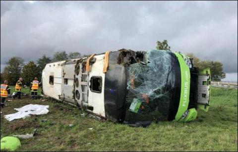 У Франції перекинувся автобус, більше 30 постраждалих, в тому числі - іноземці