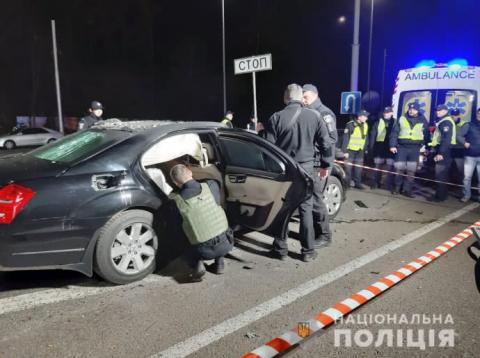 """Вибух """"Мерседеса"""" в Києві: загинув поліцейський, ще двоє – у лікарні"""