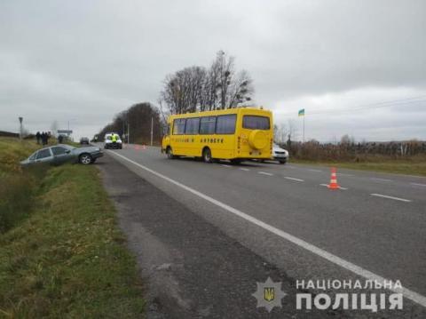 Шкільний автобус потрапив у ДТП на Львівщині