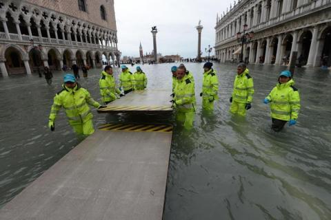 У Венеції рівень води досяг 1,5 метри, надвечір пік повені йде на спад