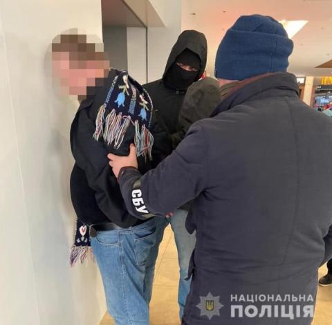 """Поліція затримала чоловіків, які обіцяли мандат """"Слуги народу"""" за 1,5 млн євро"""