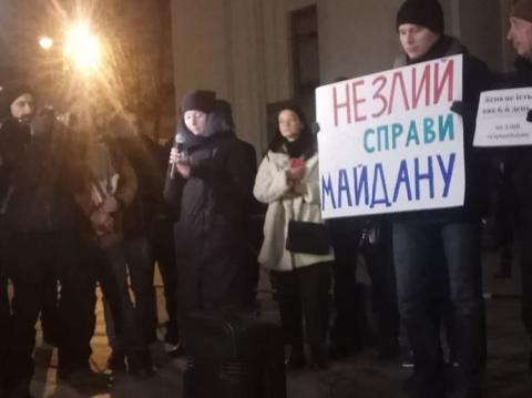 Під Радою провели акцію в підтримку адвокатки родин Героїв Небесної сотні