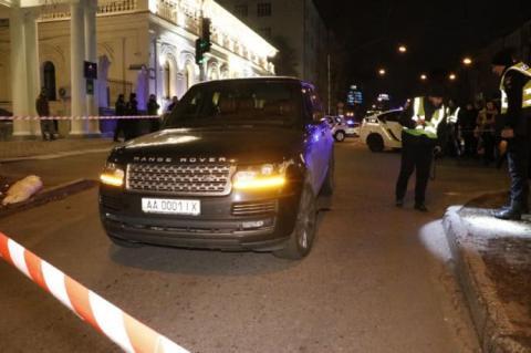 У центрі Києва обстріляли авто, загинула трирічна дитина
