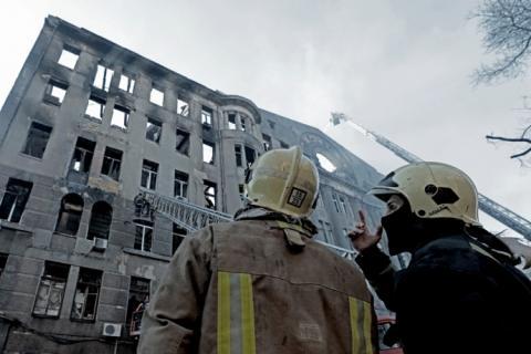 Пожежа в Одесі: Рятувальники розбирають завали, доля 14 людей досі невідома