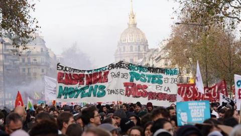 У Франції нові протести проти пенсійної реформи Макрона