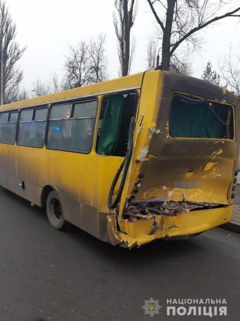 У Києві фура протаранила маршрутку, 11 осіб у лікарні