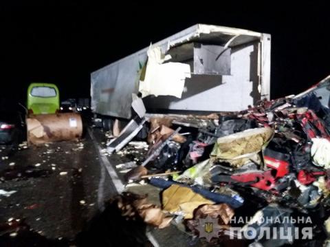 """Автобус """"Херсон-Москва"""" врізався у вантажівку: є загиблі і багато постраждалих"""
