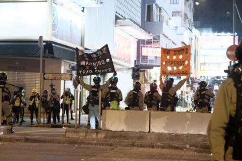 Поліція Гонконгу застосувала сльозогінний газ на перших хвилинах Нового року