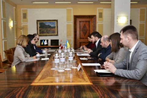 Міністр інфраструктури України Владислав Криклій провів зустріч з Надзвичайним і Повноважним Послом Канади в Україні Ларисою Ґаладзою