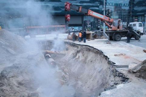 Аварію трубопроводу біля Оcean Plaza ліквідують 15 січня