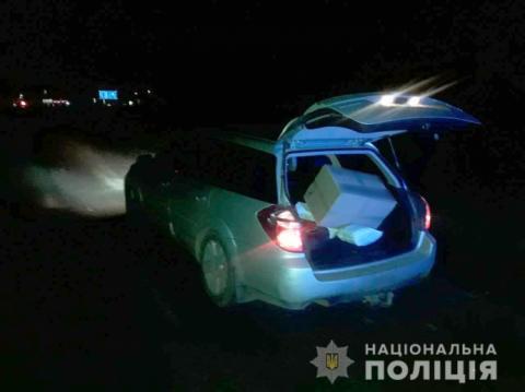 Як у кіно: на Черкащині дві жінки і чоловік обкрадали фури на ходу