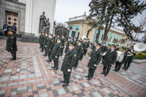 МВС і НГУ започаткували нову традицію біля Верховної Ради