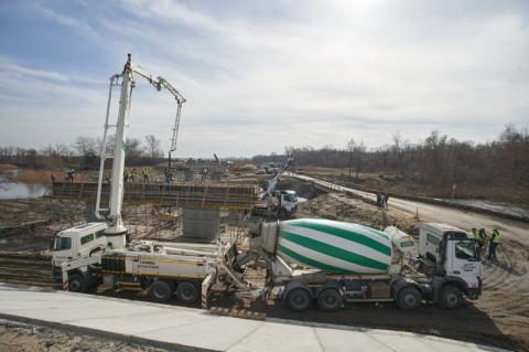 «Велике будівництво»: Володимир Зеленський ознайомився з перебігом спорудження першої бетонної дороги в Україні