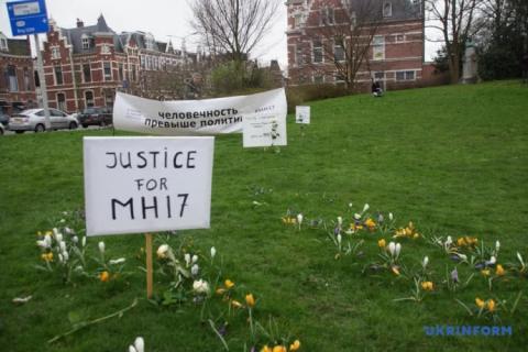 Напередодні суду щодо МН17 родичі загиблих влаштували мовчазну акцію