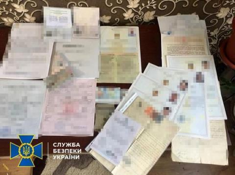 """СБУ: українець """"видавав"""" паспорти країн ЄС росіянам"""
