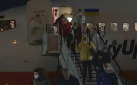 В Україну прибув спецборт із евакуйованими з Італії