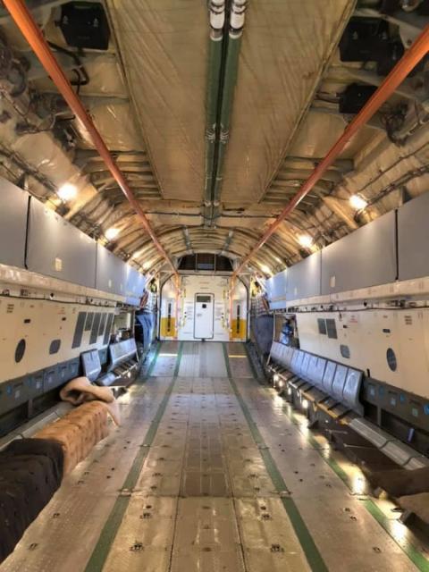 Військовий літак вилітає до Китаю по тести на COVID-19, маски й обладнання