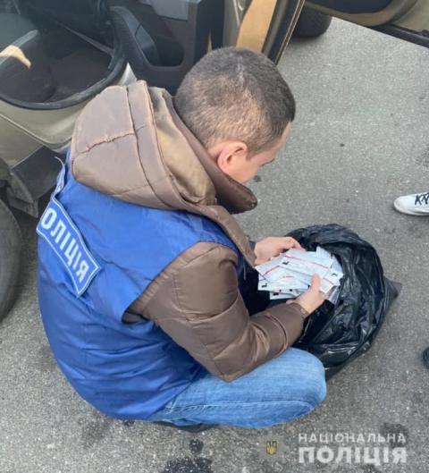 """На Київщині продавали """"липові"""" тести на коронавірус: ділок відбувся штрафом"""
