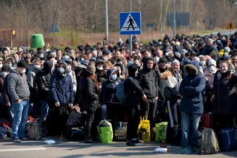 На польському кордоні утворилися довжелезні черги з українців, охочих повернутись додому