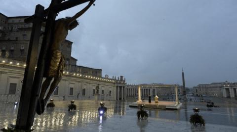 Папа молився про припинення пандемії COVID-19 на порожній площі Ватикану