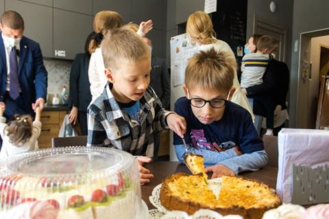 Олена Зеленська та голова Представництва ЮНІСЕФ в Україні Лотта Сільвандер відвідали малий груповий будинок для дітей-сиріт з інвалідністю