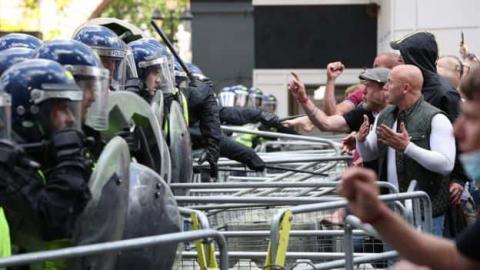 У Лондоні затримали понад 100 осіб після сутичок з поліцією на акції протесту