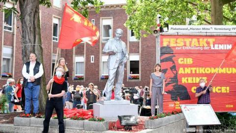 У Західній Німеччині з'явився перший пам'ятник Леніну