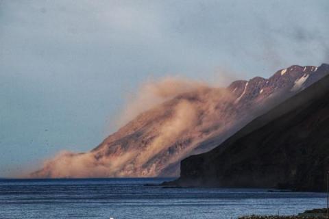 В Ісландії фіксують тисячі дрібних землетрусів та попереджають про виверження вулкана
