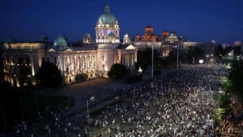 У Сербії третій вечір поспіль тривали акції протесту, цього разу – без заворушень