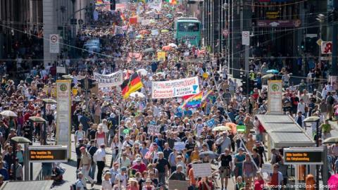 Під час антикоронавірусних протестів у Берліні постраждали 18 поліцейських