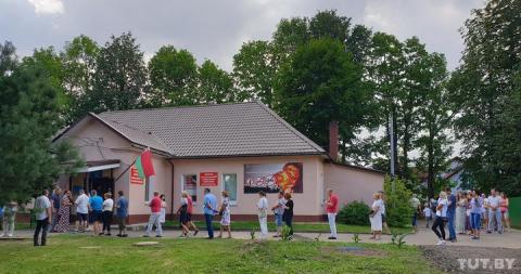 День виборів у Білорусі: черги на дільницях, проблеми з інтернетом і затримання