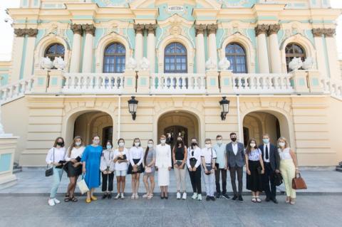 З ініціативи першої леді Олени Зеленської в Маріїнському палаці проводитимуть безкоштовні екскурсії для школярів