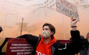 """Зеленський доручив МЗС домовитися із партнерами про """"подолання наслідків"""" рішення КСУ"""