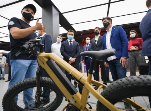 Креативна молодь має запропонувати свої ідеї змін у державі – Президент під час спілкування з молодими підприємцями в першому інноваційному парку України