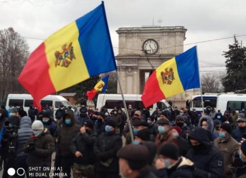 У Кишиневі фермери відновили протест і погрожують блокувати кордон з Румунією