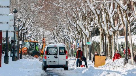 В Іспанії після аномального снігопаду закликають людей без потреби не виходити з дому