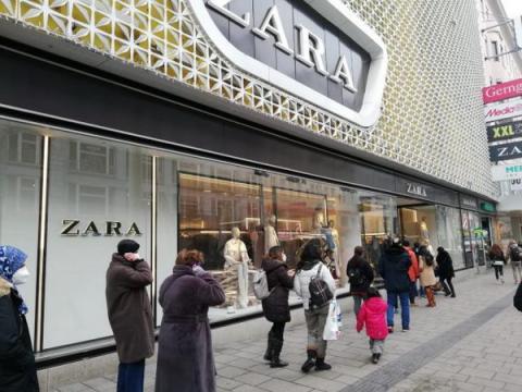 В Австрії відкрилися магазини і перукарні, черги з самого ранку