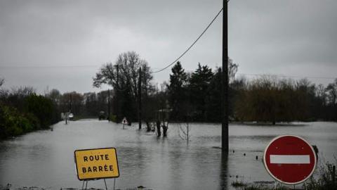 На півдні Франції через повені евакуювали кілька сотень людей