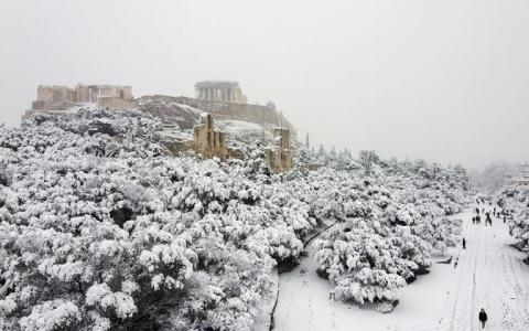 В Афінах через снігопад частково закрили метро і відклали вакцинацію