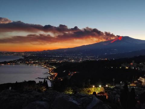 Через потужне виверження вулкану Етна зупинили роботу аеропорту Катанії