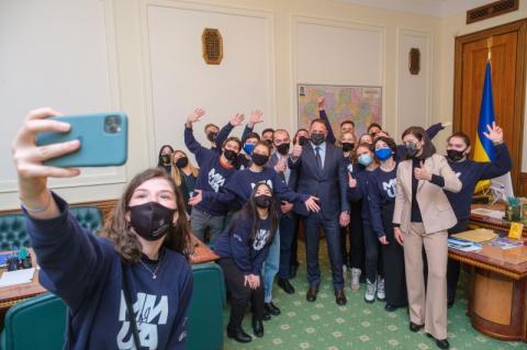 Андрій Єрмак провів для студентів екскурсію Офісом Президента і запропонував їм взяти участь у форумі «Україна 30»