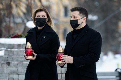 Володимир та Олена Зеленські вшанували подвиг Героїв Небесної Сотні