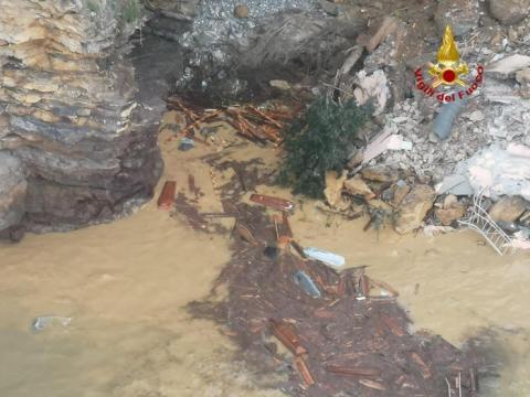 Біля Генуї в результаті зсуву в море змило 200 трун з місцевого цвинтаря