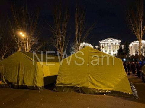 У Єревані встановлюють намети біля парламенту і вимагають відставки Пашиняна