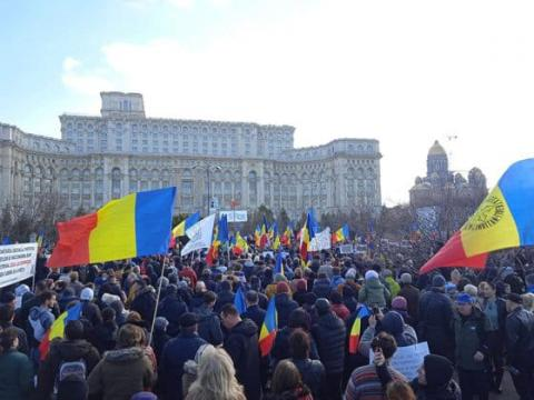 У Бухаресті сотні людей протестували проти планів обов'язкової вакцинації