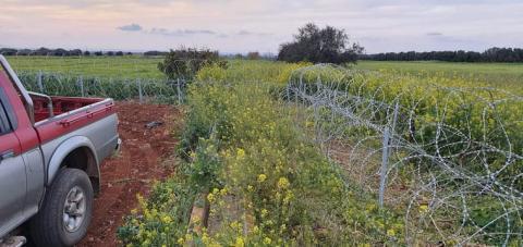 На Кіпрі прокладають колючий дріт від мігрантів біля буферної зони, контрольованої ООН